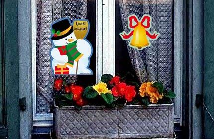Decorazioni e lavoretti di natale idee per decorare la casa centrotavola segnaposto - Decorazioni natalizie finestre ...